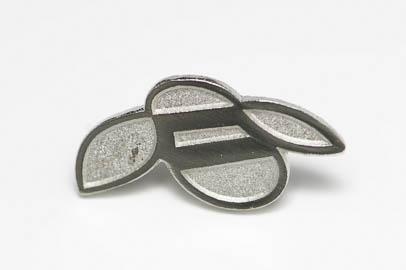 Pin i metall i två nivåer - upphöjd blank plätering och matt nesänkt metall